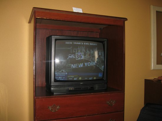 Howard Johnson Hotel - Newark Airport: tv in room