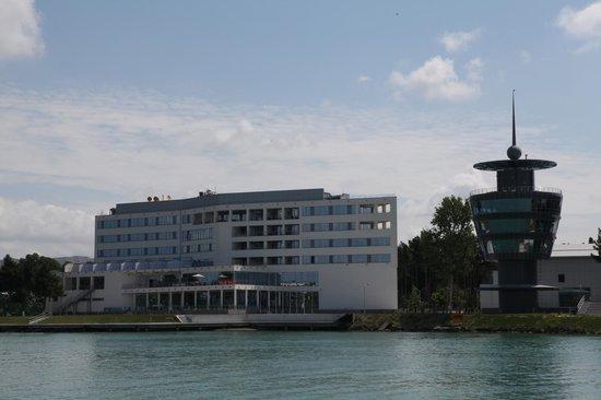 Mingachevir, อาเซอร์ไบจาน: View of the Hotel and Restaurant from the river Kur.