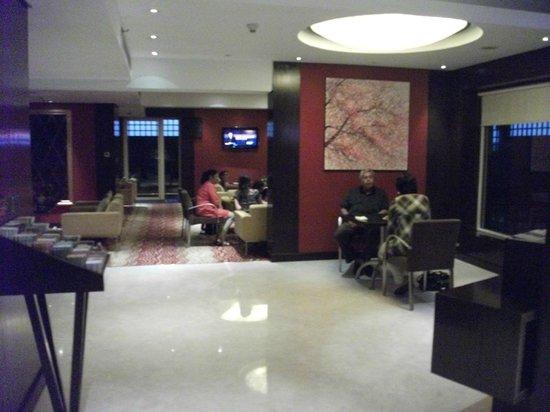Courtyard Mumbai International Airport: Very basic Exec lounge