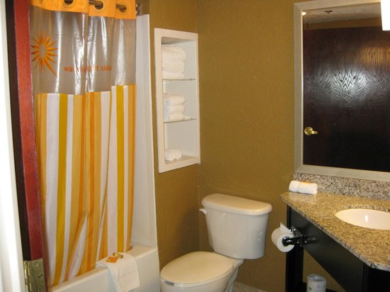 La Quinta Inn & Suites Hot Springs: Bathroom