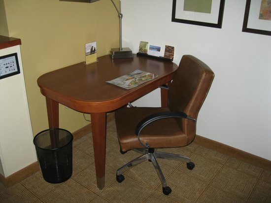 Hyatt Place OKC Airport: desk