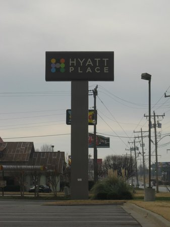 Hyatt Place OKC Airport: sign