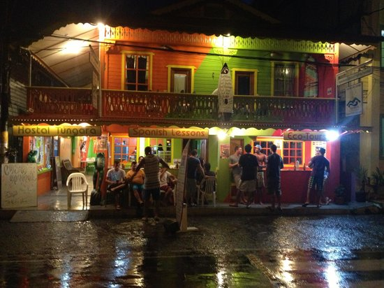 Calipso Hostel : At Night!