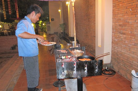 Siripanna Villa Resort and Spa Chiang Mai: BBQ Dinner Buffet - try it on Friday evening with live music