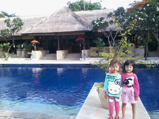 Mercure Resort Sanur: Smaller Pool In Front Of Pandhawa Restaurant