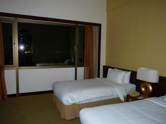Village Hotel Bugis by Far East Hospitality: The two queen size beds