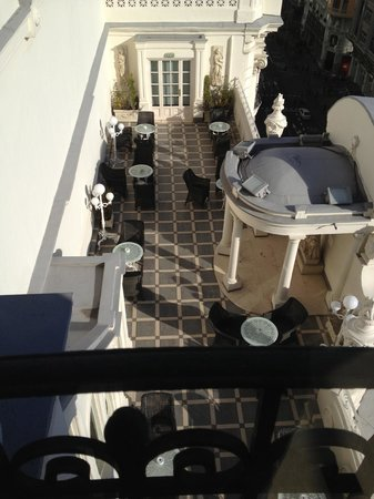 Hotel Atlantico: rooftop lounge with food and drinks