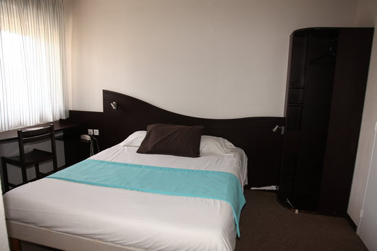 fasthotel de manosque hotel voir les tarifs 53 avis et 13 photos. Black Bedroom Furniture Sets. Home Design Ideas