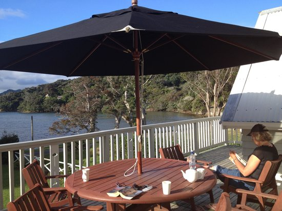 Shoal Bay Estate, Great Barrier Island: Relaxing on top balcony