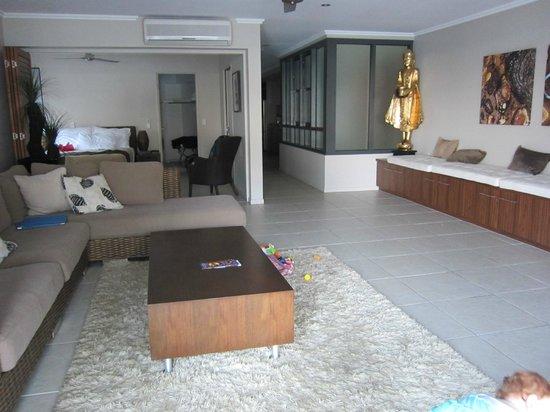 سيبوينت أون ترينيتي بيتش: Front room towards main bedroom 