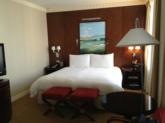 Sofitel Washington DC: The bed