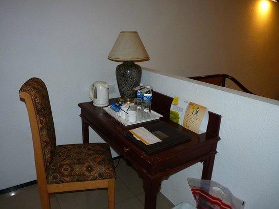 Savera Hotel: coffee and tea maker