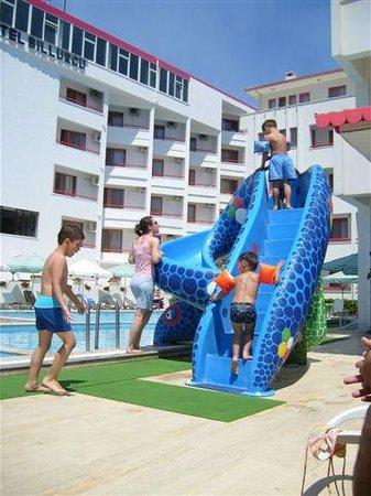Hotel Billurcu: Wasserrutsche am Pool