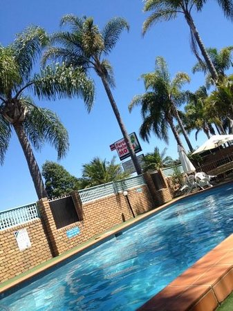 Forster Palms Motel: chilling by the pool