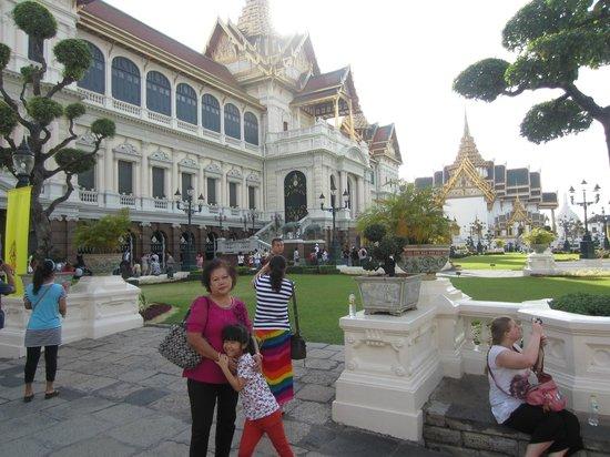 taman yang indah di royal palace picture of the grand