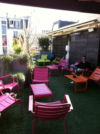 Hotel 7 Eiffel: Roof top terrace