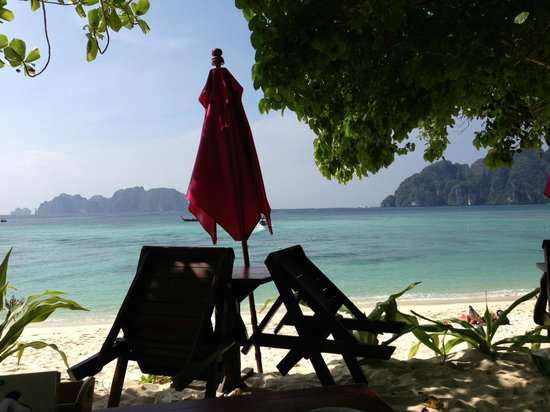 Paradise Resort Phi Phi: The view from our sea front bungalow room