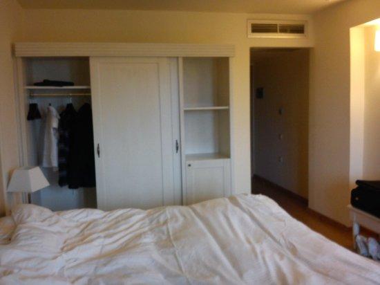 Valis Resort: Wardrobe