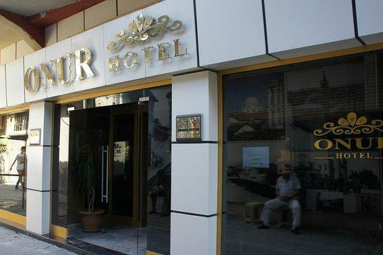 Onur Hotel: 入口