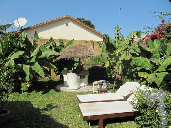 Mandinka Lodge: Garden for lodges