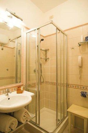 Hotel Due Torri: Bagno con doccia