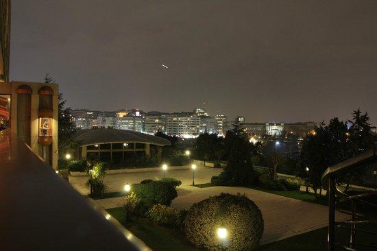 Hilton Istanbul Bosphorus: Вид из бара и нижних номеров