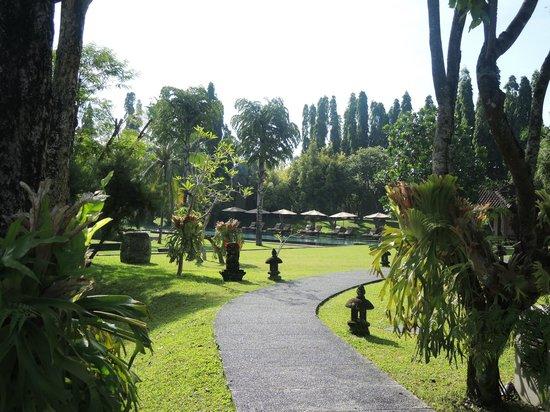 The Chedi Club Tanah Gajah, Ubud, Bali – a GHM hotel: Gorgeous gardens