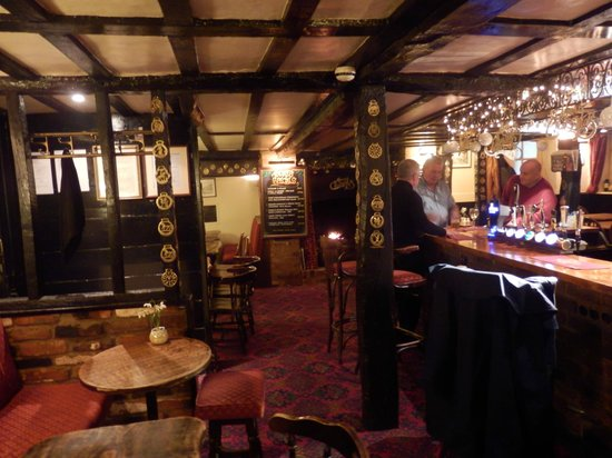 Saracen's Head Inn: Bar and dining area