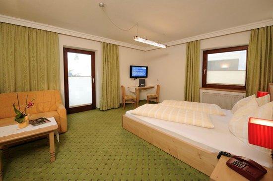 Hotel & Appartements Tiroler Buam : Zimmer Enzian