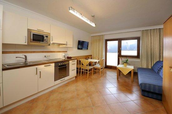 Hotel & Appartements Tiroler Buam : Appartement Almrausch