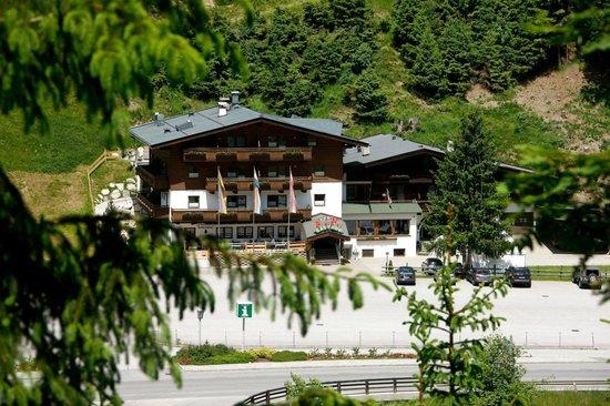 Hotel Gasthof Tiroler Buam: Hotelansicht Sommer