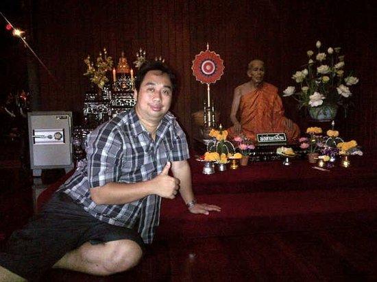 Wat Chalong: patung biksu yang mirip sekali layak aslinya