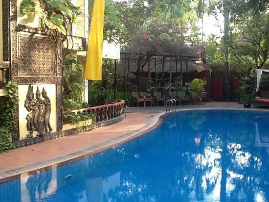 Bopha Siem Reap Boutique Hotel: heerlijk vertoeven bij het zwembad 