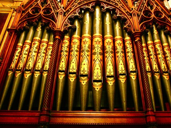 Nutfield Priory Hotel & Spa: Organ in the Great Hall