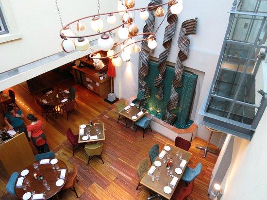 Hotel DeBrett: Hotel's atrium