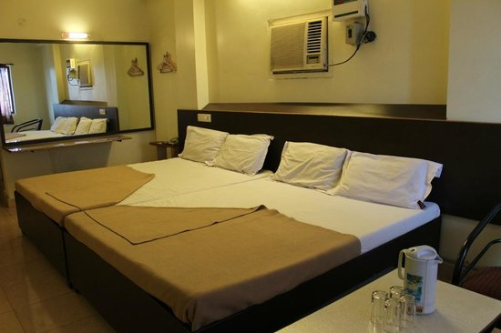 Hotel Morya: Executive Four Bedded Room A/C