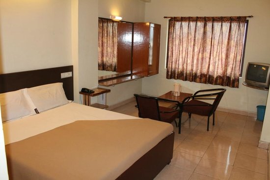 Hotel Morya: Executive Double Bedded Room A/C