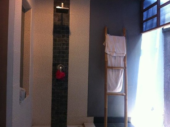 The Grey Boutique Inn: grey boutique hotel bathroom
