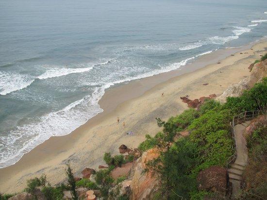 Oceano Cliff: Blick auf den Strand vom Hotelgarten.