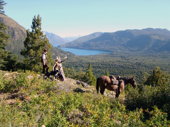 Estancia Peuma Hue: hikes and rides in the property - the continental water divide