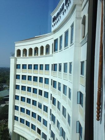 Mandalay Hill Resort: the facade of the hotel