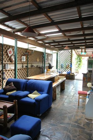 On The Wallaby Backpackers Lodge: Dining and sitting area