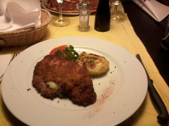 Restaurant Hotel Toggenburg: Cordon bleu with potato gratin ... small