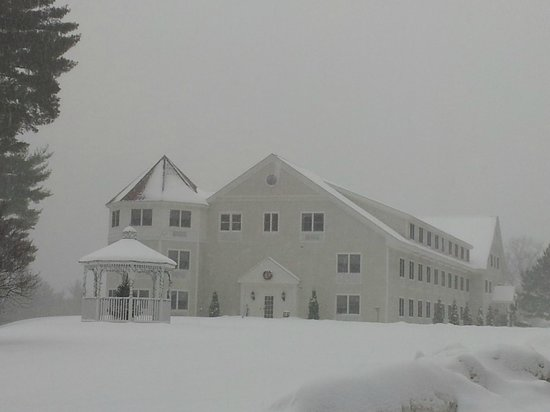 White Mountain Hotel and Resort: The hotel