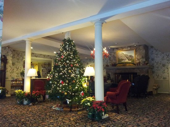 White Mountain Hotel and Resort: The lobby