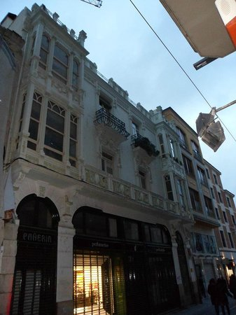 Zamora. Another Modernist Façade