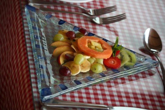 Linkside2 Guest house: Wunderschöne Glasteller für das Frühstück