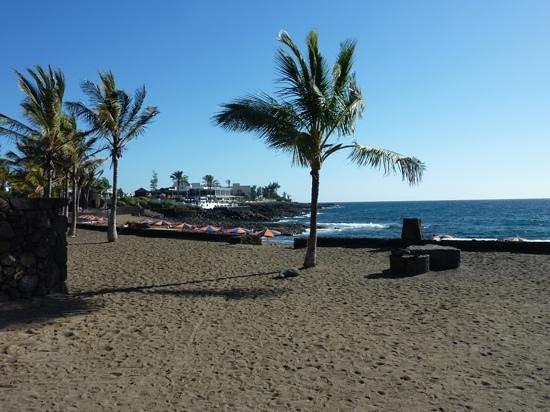 BlueBay Lanzarote: Playa Bastion beach