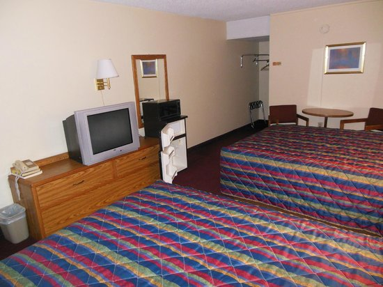 Kansas Country Inn: All rooms equipped with Microwaves and refrigerators