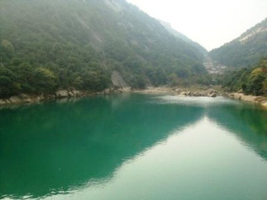 Yaoxi Scenic Resort of Wenzhou : Mountains, sky and turquoise water